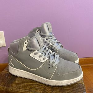 Nike Jordan 1 Flight 2 Athletic shoes 5.5 Grey for Sale in Independence, MO