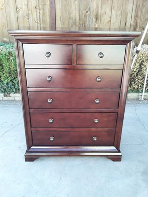 Beautiful Solid Wood 6 Drawer Chest Dresser for Sale in Fresno, CA