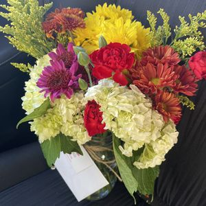 Flowers Delivered To Your Love Ones (Delivery Included) for Sale in Smyrna, GA