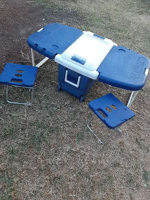 Ice chest Cooler with wheels for Sale in Walnut, CA