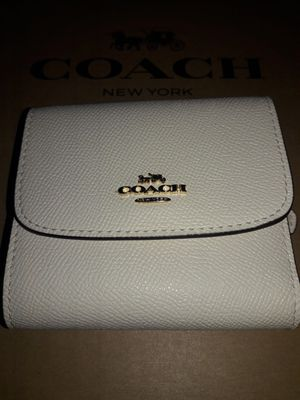 BRAND NEW COACH GENUINE LEATHER WHITE TRIFOLD WALLET $138 RETAIL for Sale in Bakersfield, CA