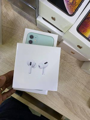 I Phone 11 + Free AirPods Pods for Sale in Boca Raton, FL