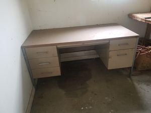 Older metal desk. for Sale in FALLING WTRS, WV