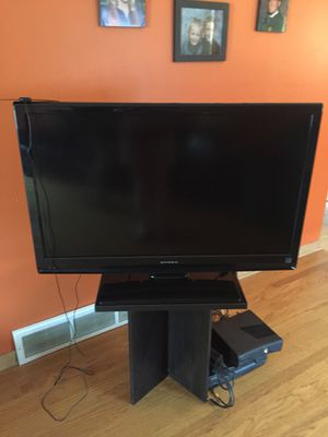 "Dynex 42"" tv for Sale in Evergreen Park, IL"