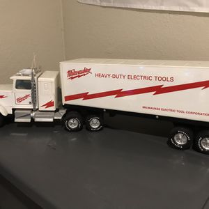 NYLINT MILWAUKEE HEAVY DUTY ELECTRIC TOOLS SEMI-TRUCK for Sale in Largo, FL
