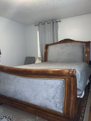 Wood bed and dresser for Sale in Portland, OR