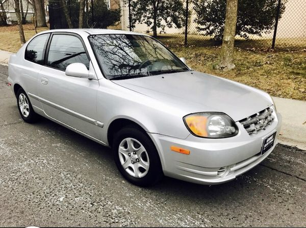 100k MILES ! 2003 Hyundai Accent ! GReat on Gas !