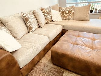 Beige 3pc sectional cocktail ottoman for Sale in Orlando,  FL