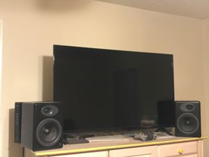 40 inch Vizio Smart TV. Only used a few times! Speakers are included. for Sale in Nashville, TN
