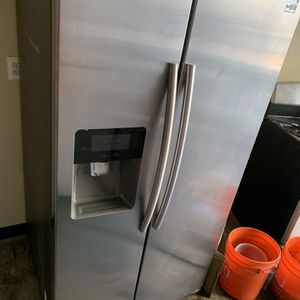 Samsung Side By Side Refrigerator for Sale in Corona, CA