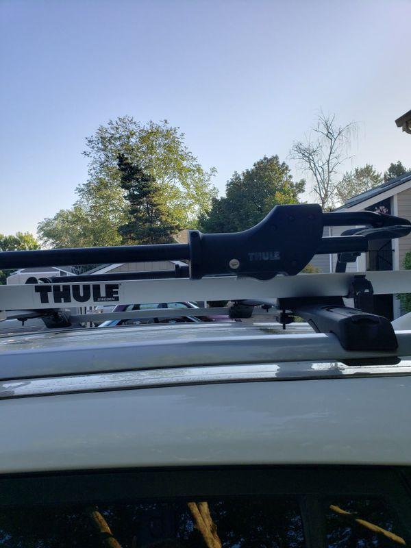 Pair of Thule roof bike racks