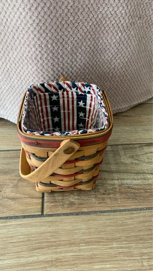Longaberger 1995 All American Carry Along Basket & protector for Sale in Dunedin, FL
