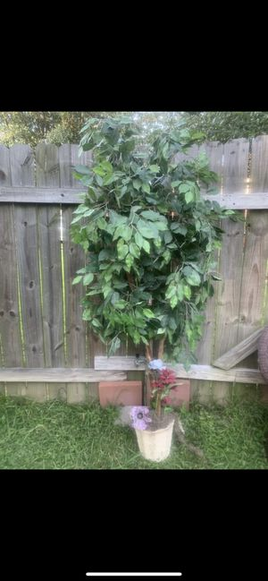 Artificial plant / planta artificial for Sale in Baytown, TX