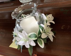 Candle glass vase included and flowers for Sale in Oviedo, FL