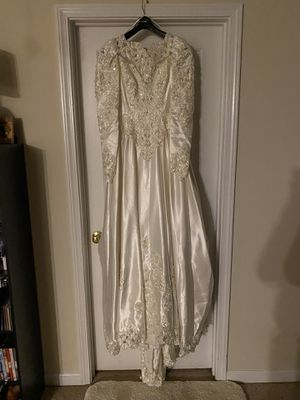 Ivory wedding dress with 8 feet train for Sale in Lexington, SC