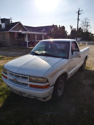 1998 Chevy S10 for Sale in Parlier, CA