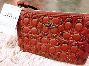 BRAND NEW COACH Corner Zip Wristlet Wallet Card Case in Glitter Signature Leather RETAIL $98 for Sale in Seattle, WA