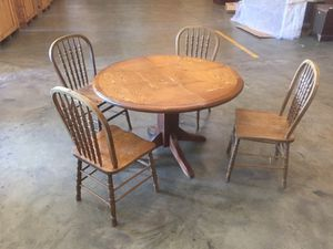 Antique Kitchen table and chairs for Sale in Spartanburg, SC