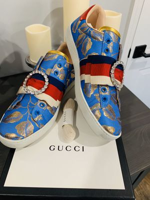 Gucci Ace Sylvie Bow Slip on Speakers Size 39 (8-9) for Sale in Lynwood, CA
