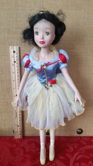 $15 Disney's Snow White Porcelain Doll - Ships with PayPal or Venmo for Sale in Hemet, CA