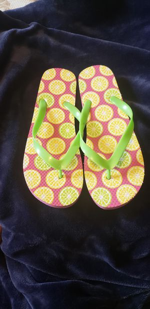 New flip flops sz 9-10 for Sale in CANAL WNCHSTR, OH