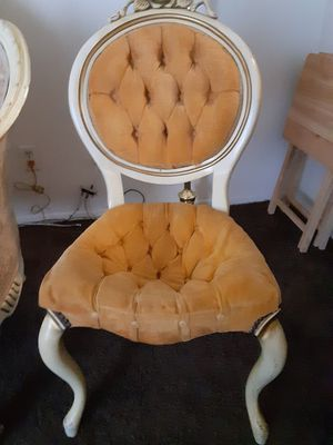 Antique victorian chair for Sale in Palmdale, CA