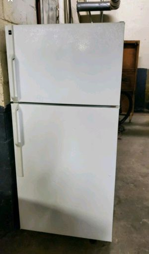 Excellent Working Condition 14cuf Refrigerator .. Delivery Available !! for Sale in Brooklyn, NY
