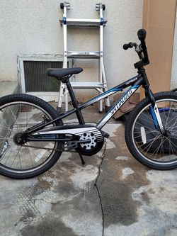 SPECIALIZED HOTROCK 20 INCH BIKE for Sale in Los Angeles,  CA