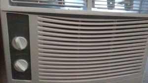 Window AC unit (like new) for Sale in Fresno, CA