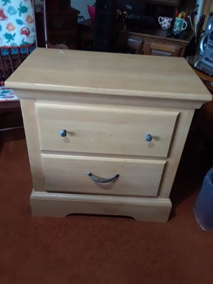 Night Stand in good condition ( 20 w x 22 L x 21 height ) 40. for Sale in Princeton, TX