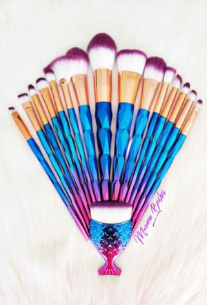 Beautiful makeup brushes!! 16 pieces 💜💎💕 for Sale in Las Vegas, NV