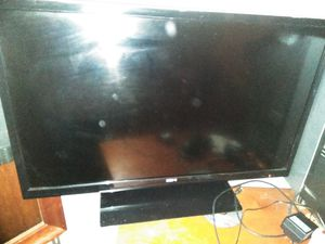 Flat screen 32 inch works great just don't have remote but buttons on side can program TV turn off and on and control volume TV works like new for Sale in Cleveland, OH