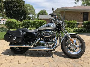 2012 Harley Davidson Sportster 1200cc, Silver, 4400 miles Excellent Condition for Sale in Lincolnwood, IL