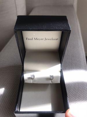 18KY 1CTW SITARA DIAMOND EARRINGS for Sale in Rialto, CA