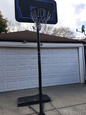 Basketball hoop need gone now! for Sale in Queens, NY