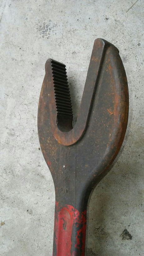 Alligator Pipe wrench