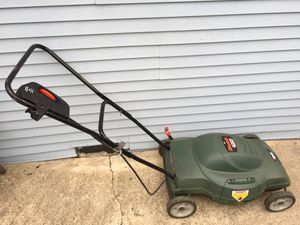 Electric Black & Decker lawn mower for Sale in Chicago, IL