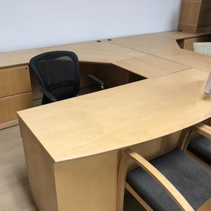 U Shape Wood Desk 200 for Sale in Claremont, CA