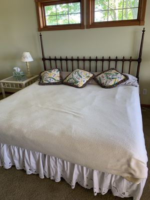 King size bed for Sale in Beulah, MI