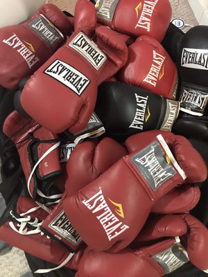 Everlast Professional Boxing Gloves for Sale in Houston, TX