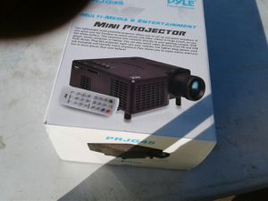Pyle audio mini projector for Sale in Sayreville, NJ