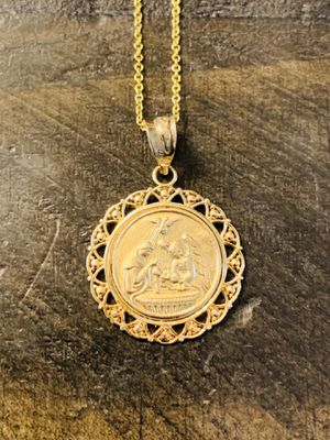 Beautiful Gold Pendant Necklace (14k) with FREE gift box for Sale in Glendale, CA