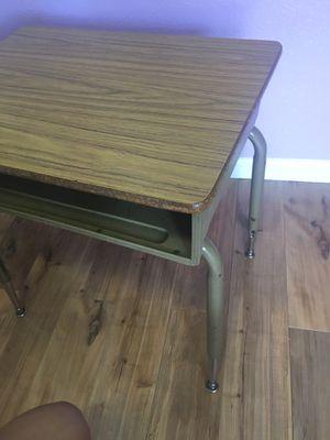 Free Kids desk - Gratis escritorio para niño/a for Sale in Modesto, CA