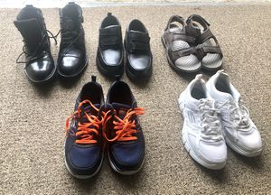 5 Pairs of Men's Shoes Size7-8 for Sale in Plantation, FL