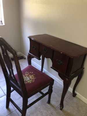 Chair n dresser set antique for Sale in Oldsmar, FL