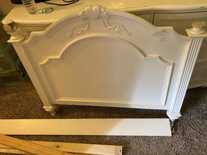TWIN BED / DRESSER for Sale in Manor, TX