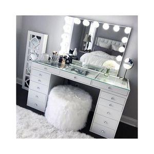 Vanity makeup desk for Sale in Bloomington, CA