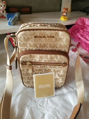 Authentic Michael Kors crossbody purse (new without tags) for Sale in Lincoln Acres, CA