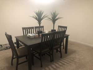 Dining room table for Sale in Fenton, MO