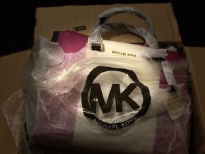 BRANDNEW authentic Michael Kors large Sutton for Sale in Pittsburgh, PA